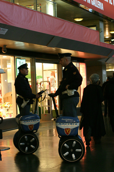 polizia-on-segways_2098547926_o.jpg