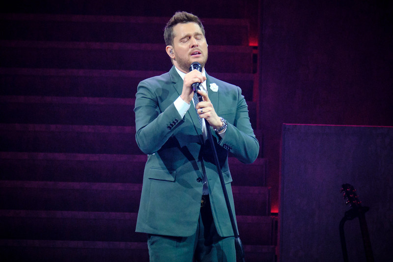 Michael Bublé, dressed in green, at the Allstate arena on March 17