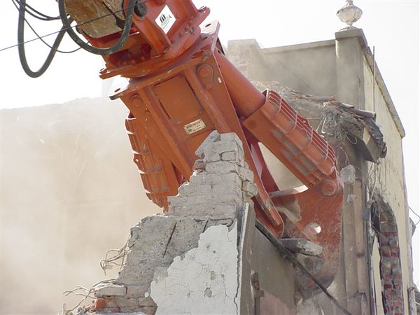 NPK M38K demolition shear on Deere excavator-commercial demolition (9).jpg