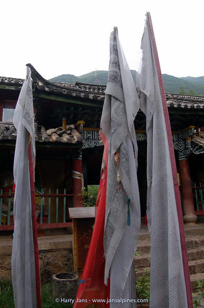 prayer flags at Yufeng Monastery (10.000 Camelia Temple)