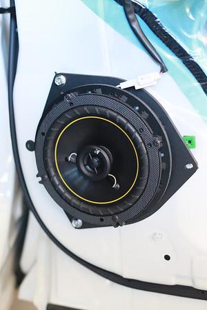 2009 Toyota Kluger Rear Speaker Installation - Australia
