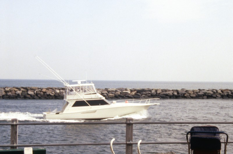 HCA-19920401-Boats at inlet while walking 2.jpg