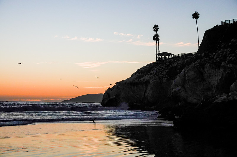 Sunset under the rocky cliffs of Pismo Beach