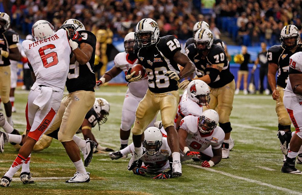 Description of . Running back Latavius Murray #28 of the Central Florida Knights scores a touchdown against the Ball State Cardinals during the Beef 'O' Brady's St Petersburg Bowl Game at Tropicana Field on December 21, 2012 in St Petersburg, Florida.  (Photo by J. Meric/Getty Images)