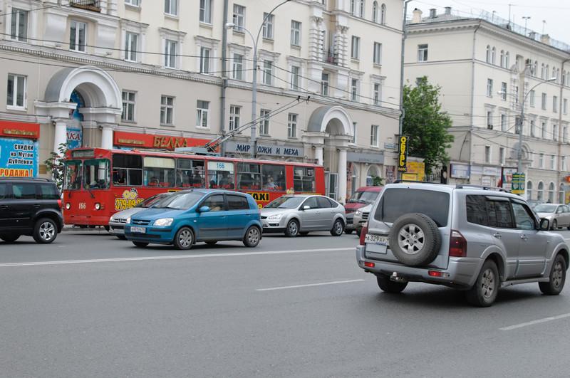 Wie in Moskau ist der Verkehr enorm. Die breiten Strassen kann man nur mit Unterführungen überwinden.