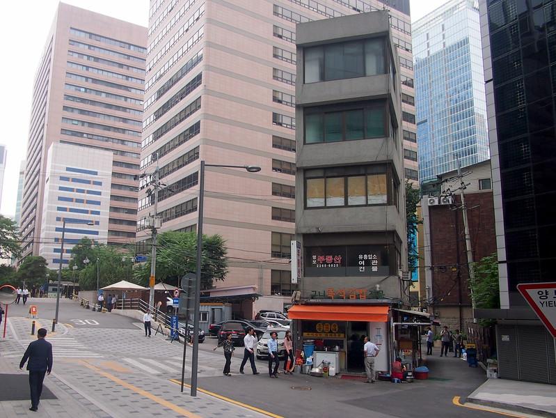 P6283928-stranded-building.JPG