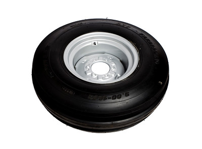 FRONT WHEEL RIM AND TYRE 900 X 16