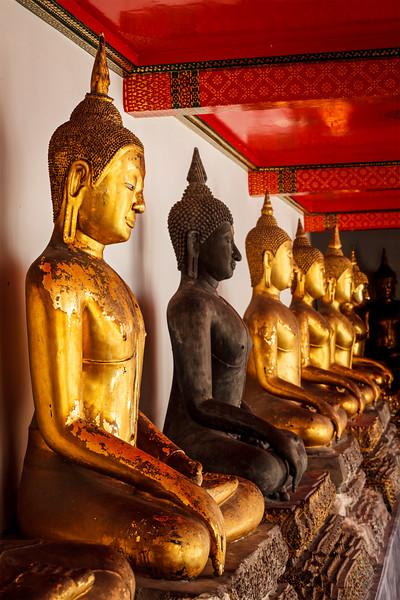 Sitting Buddha statues, Thailand