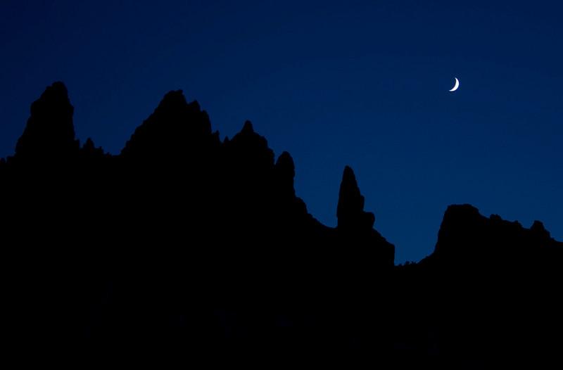 pinnacle-moon1.jpg