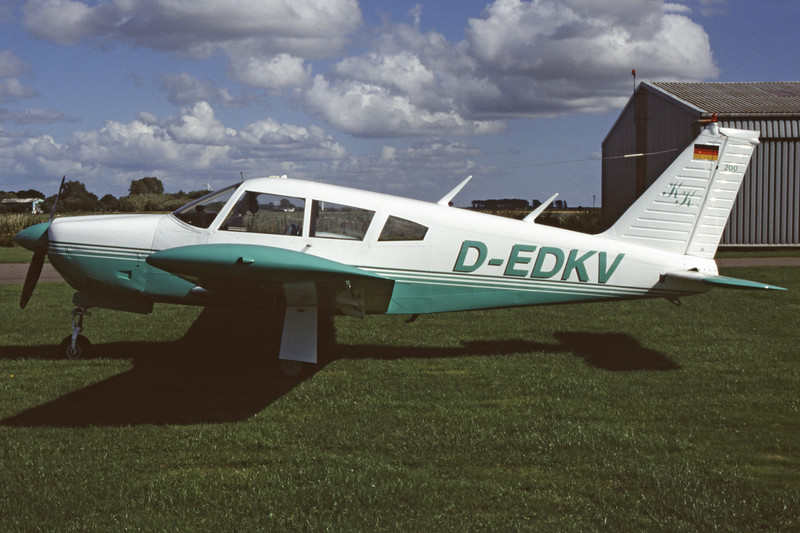 D-EDKV-PiperPA-28R-200Arrow-Private-EDXB-2004-08-22-OB-20-KBVPCollection.jpg