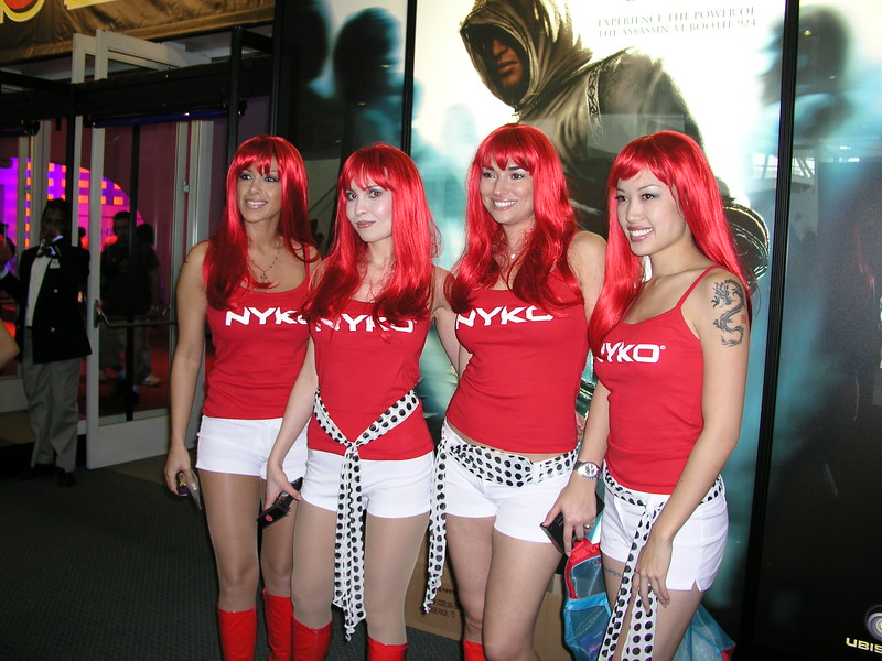 Nyko booth-babes