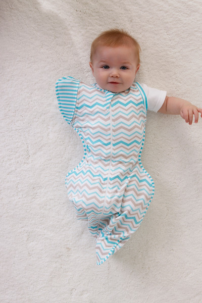 Love_To_Dream_Stage_2_5050_Zigzag_Turquoise_Lifestyle_Baby_Arm_Out_Stretched.jpg