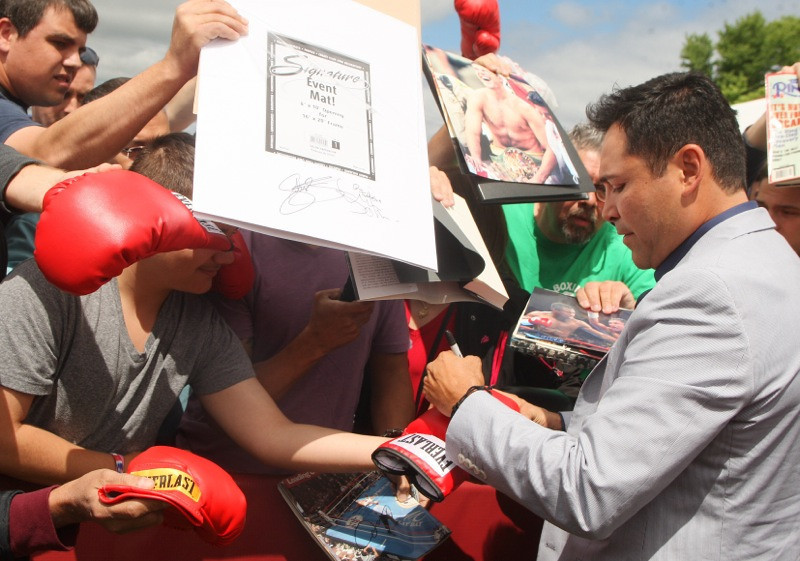 . International Boxing Hall of Fame 2014 inductee Oscar De La Hoya signs autographs for fans at the hall of fame in Canastota on Friday, June 6, 2014. JOHN HAEGER-ONEIDA DAILY DISPATCH @ONEIDAPHOTO ON TWITTER
