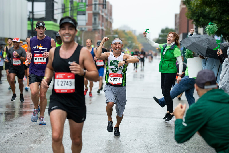 Mercy Heroes run past the Mercy Home for Boys and Girls on the Mercy Mile during the 2018 Bank of America Chicago Marathon on Jackson Boulevard on Sunday, October 7, 2018 in Chicago. Photo by John Konstantaras for Mercy Home  http://JohnKonPhoto.com