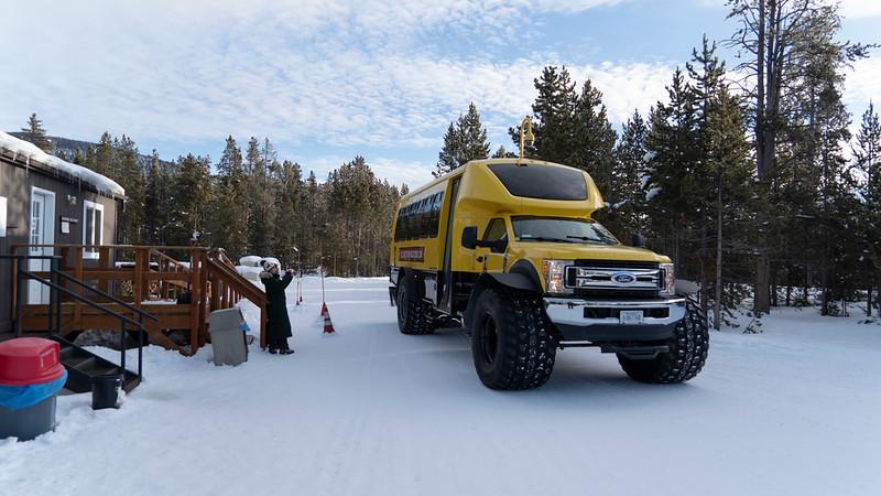 _AR71184 Really big snowcoach 16*9.jpg