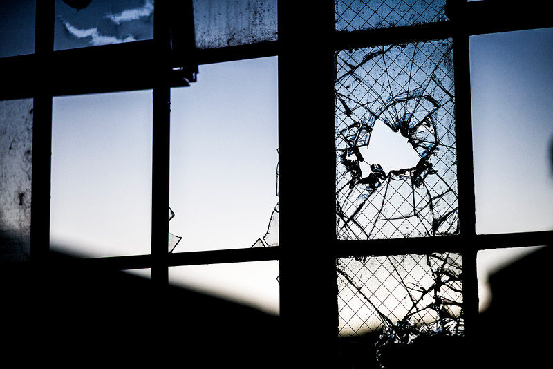 kings-park-broken-window-01.jpg
