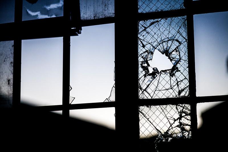 kings-park-broken-window-01.jpg