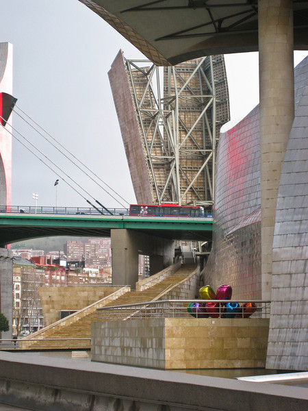 View from outside the Guggenheim in Bilbao, looking up river. (Dec 10, 2007, 08:32am)