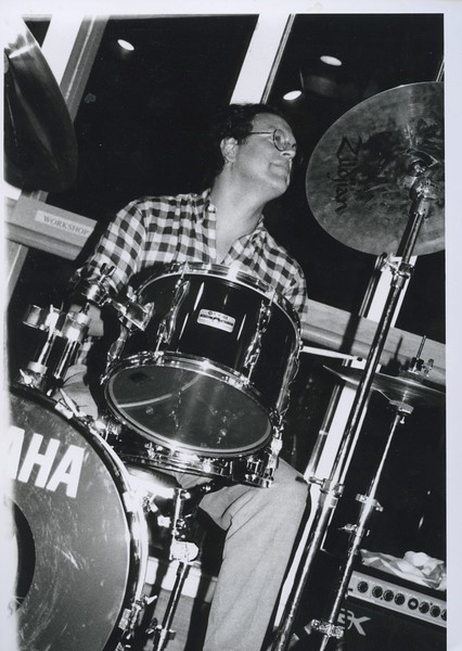1995 - Nion McEvoy on drums @ follies.jpeg
