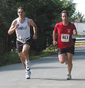 2002 Sidney Days 5K - Wayne Lackner about to annihilate Sylvan Smyth in the sprint