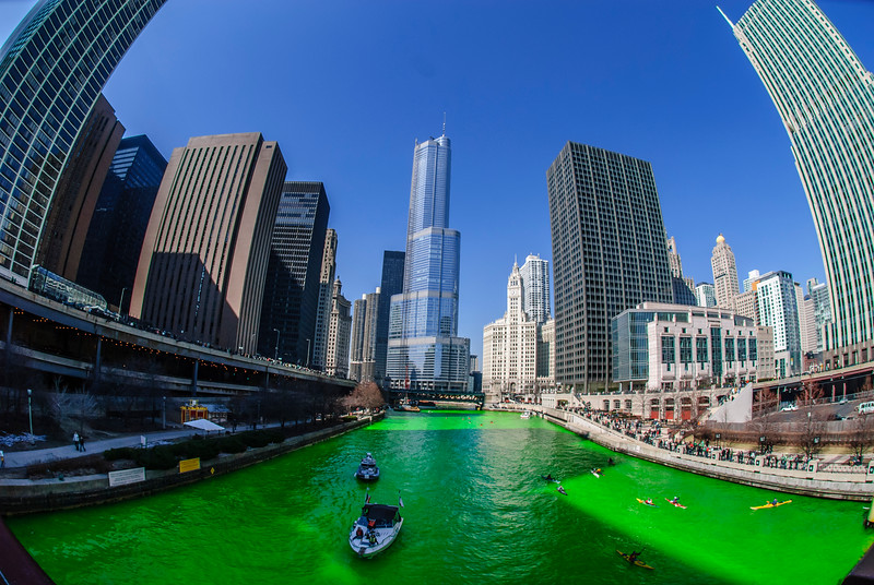 the-greening-of-the-chicago-river-2009-edition_3353764033_o.jpg