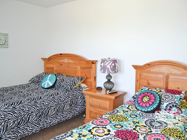 Mid-Level Full and Twin Bedroom