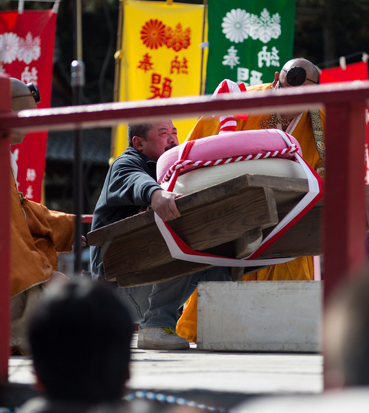 Mochi lifting at Daigoji temple, Kyoto