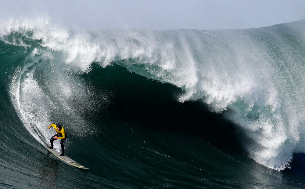 Description of . Greg Long competes during the third heat of the Mavericks Surf Competition in Half Moon Bay, Calif., Sunday, Jan. 20, 2013. (AP Photo/Marcio Jose Sanchez)