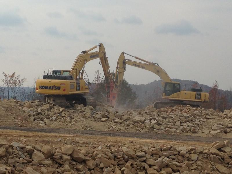 NPK GH12 and GH15 hydraulic hammers on Komatsu excavators (21).JPG