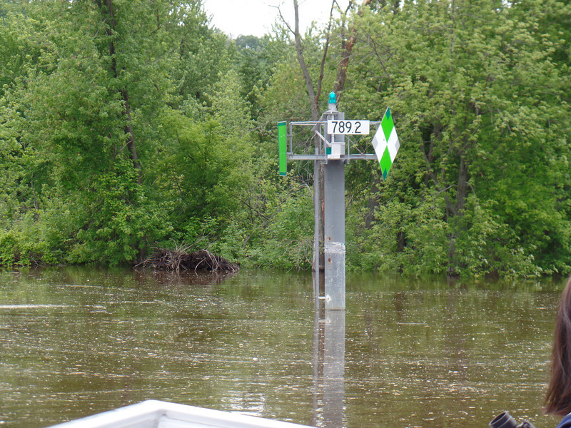 Mileage and river guidance marker