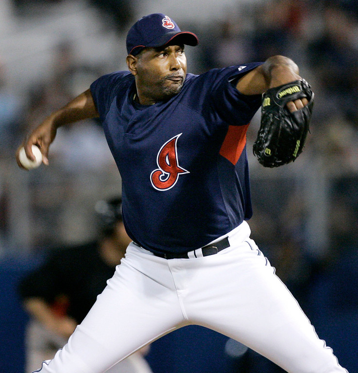 . ROBERTO HERNANDEZ -- Cleveland Indians pitcher Roberto Hernandez throws against the Pittsburgh Pirates in the fourth inning of a Grapefruit League spring training baseball game in Winter Haven, Fla., on March 9, 2007. (AP Photo/Paul Sancya)