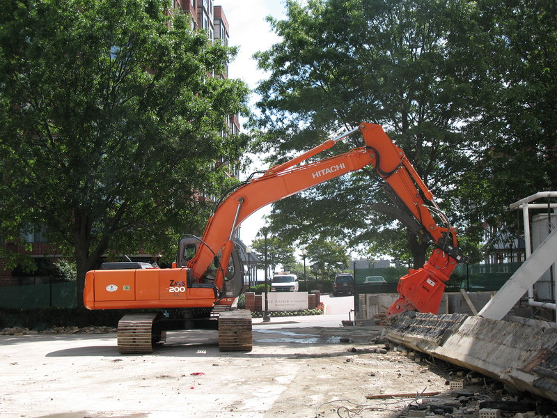 NPK U21JR concrete pulverizer on Hitachi excavator-commercial demolition (28).JPG