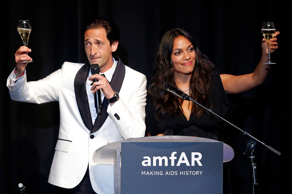 . Actor Adrian Brody (L) and actress Rosario Dawson attend an auction at the amfAR\'s Cinema Against AIDS 2013 event in Antibes during the 66th Cannes Film Festival May 23, 2013.                    REUTERS/Jean-Paul Pelissier