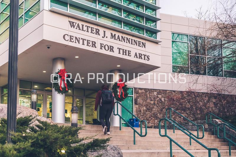 12042018_RAC_Campus-Wreaths-7.jpg