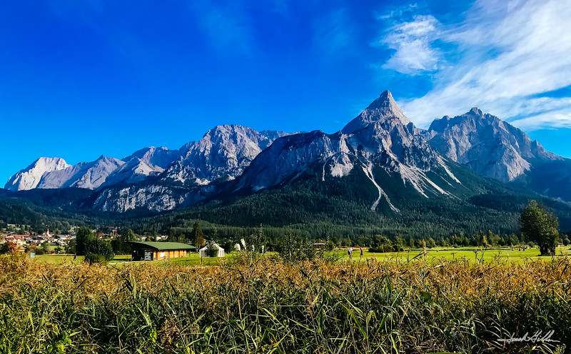 GC Zugspitze-Tirol at the foot of the brethtaking Wetterstein Mountains