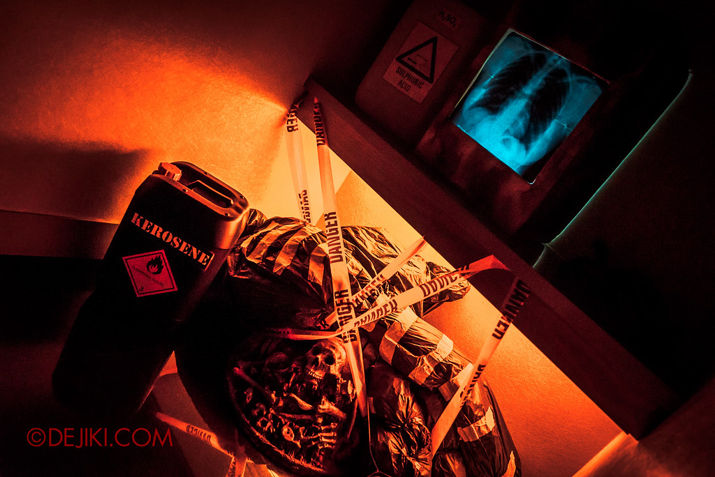 Halloween Horror Nights 6 - RIP Tour review / VIP Reception Haunted Hospital 2016 decor props danger