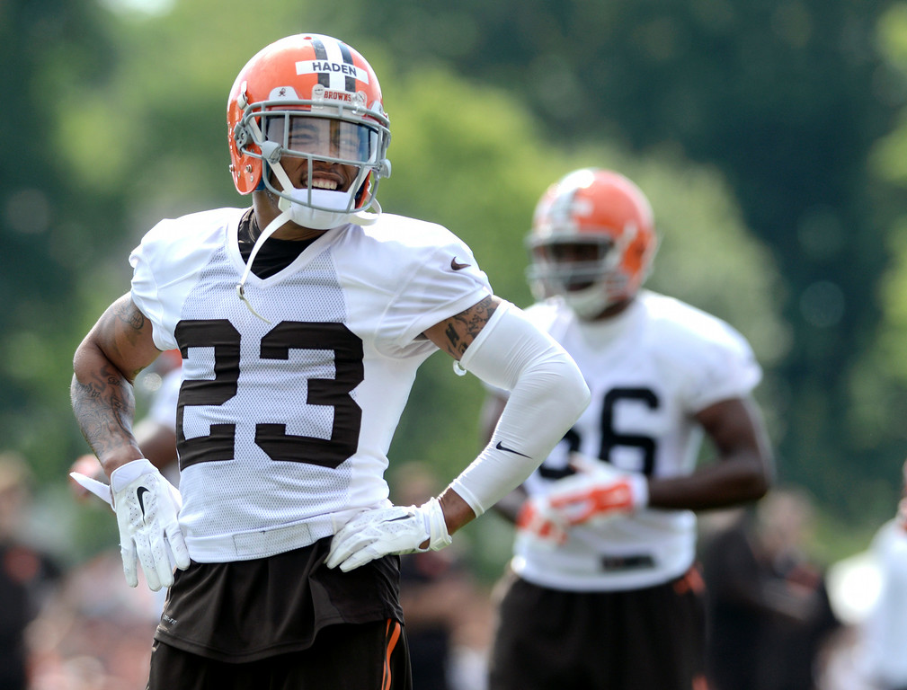 . Duncan Scott/DScott@News-Herald.com Joe Haden acknowledges the fans cheers as the Cleveland Browns opened training camp on July 26 with their first practice at Browns headquarters in Berea.