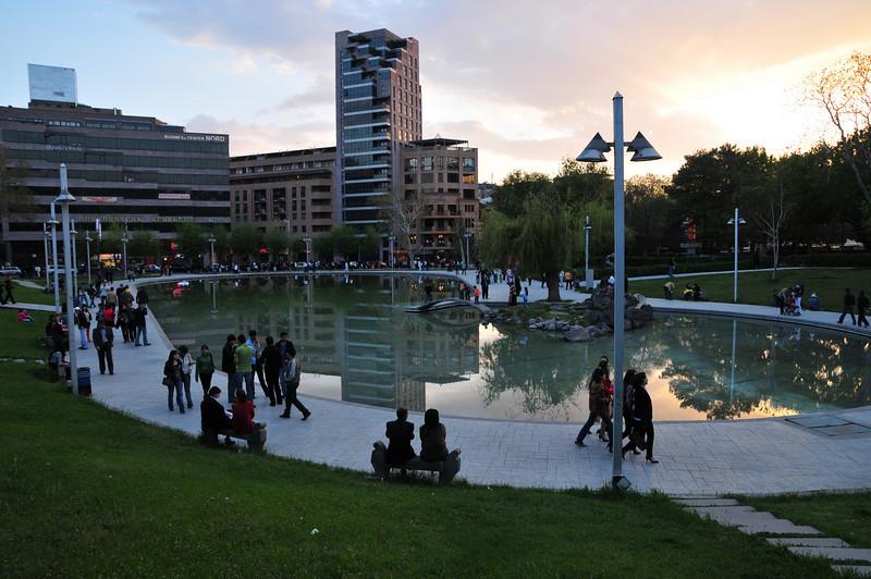 Вернулись в Ереван - это одна из центральных площадей.