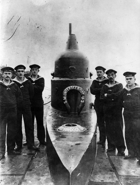 . circa 1916:  A German U-Boat and some of its crew.  (Photo by Topical Press Agency/Getty Images)