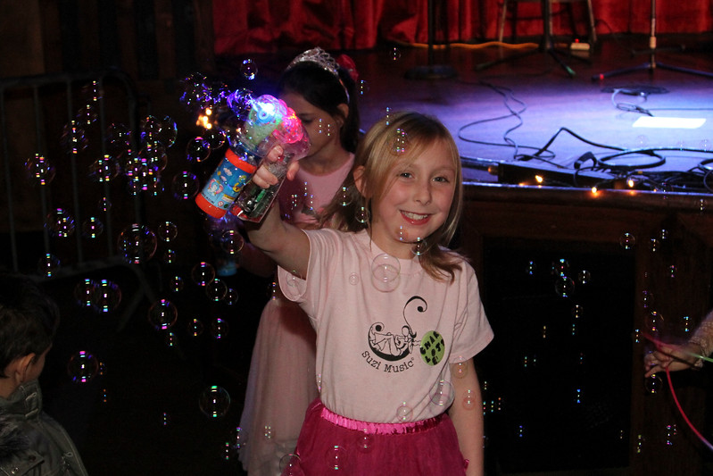 2011.12.12 Suzi Shelton Concertf-148.jpg