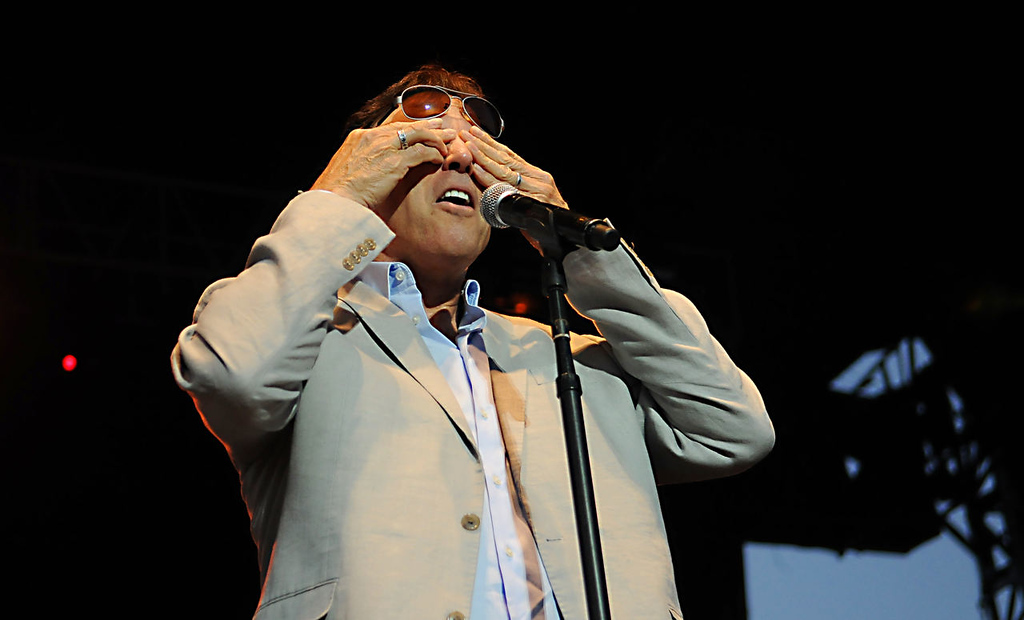 . Kevin Nealon demonstrates where his eye should be due to his increasingly large forehead. (Pioneer Press: John Autey)