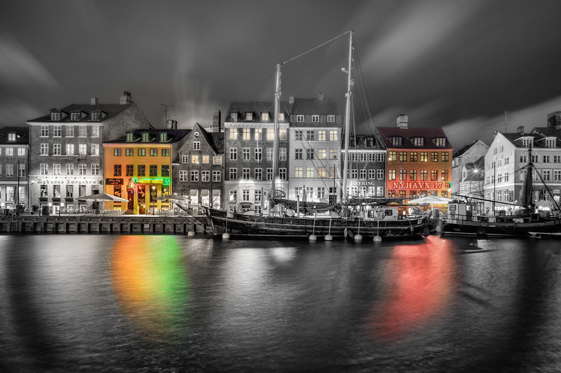 Semi Black and white Nyhavn
