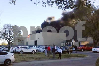 small-plane-crashes-into-kansas-airport-building