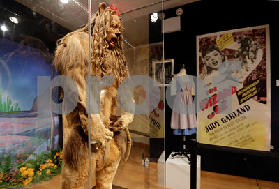 wizard-of-oz-cowardly-lion-costume-fetches-3m
