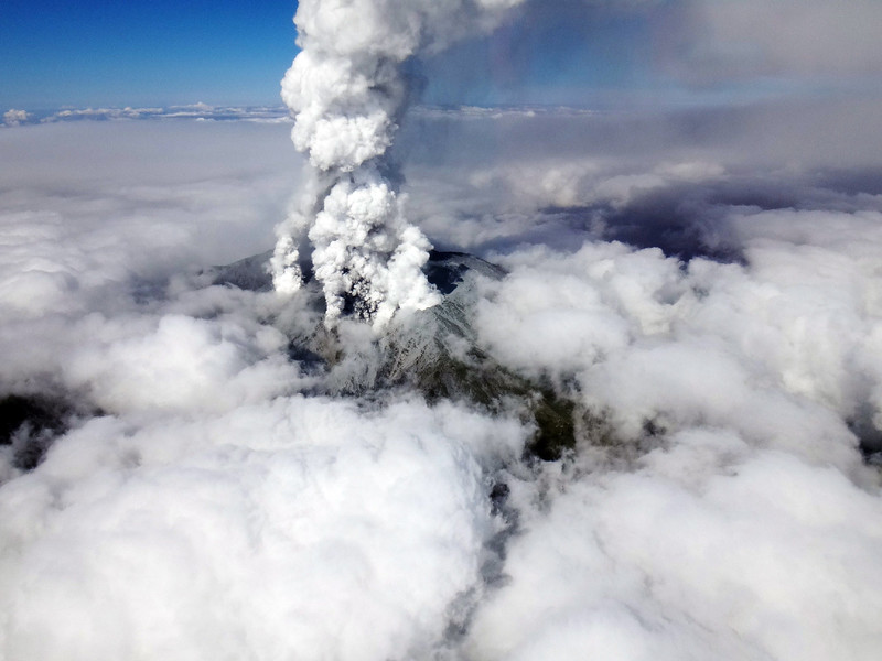 . This handout picture taken by Nagano Prefectural Police on September 27, 2014 shows white smoke raising from Mount Ontake as Japan\'s volcano Ontake erupted in Nagano prefecture, central Japan.  A volcano erupted in central Japan, shooting ash and rocks into the air that reportedly left 11 hikers injured, including seven unconscious, and forced 150 people to shelter in cabins near the summit. The eruption of the 3,067-metre Mount Ontake straddling Nagano and Gifu prefecture happened around midday.   AFP PHOTO / NAGANO PREFECTURAL POLICE via JIJI PRESS