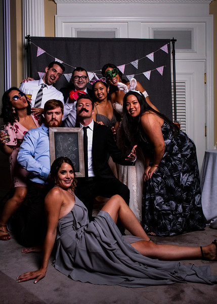 Montreal_Wedding_Photographer_Lindsay_Muciy_Photography+Video_M&E_PHOTOBOOTH_200.jpg