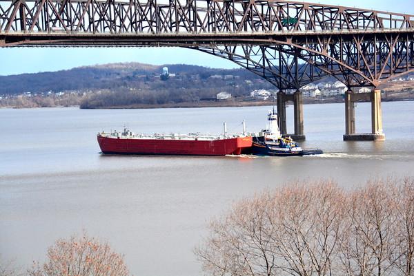 Pearl Coast pushing cement transporter 1801 2/2/17 @ 13:45 hd hrs At the Newburgh - Beacon Bridge NY