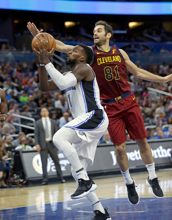 . Orlando Magic\'s Shelvin Mack, left, slips past Cleveland Cavaliers\' Jose Calderon (81) for a shot during the second half of an NBA preseason basketball game, Friday, Oct. 13, 2017, in Orlando, Fla. Cleveland won 113-106. (AP Photo/John Raoux)