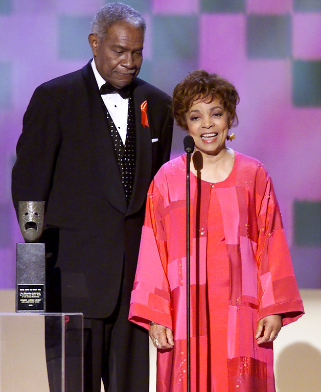. Ruby Dee, right, and husband Ossie Davis accept their Screen Actors Guild 37th annual Life Achievement Award at the 7th annual Screen Actors Guild Awards, Sunday, March 11, 2001, in Los Angeles. (AP Photo/Kevork Djansezian)