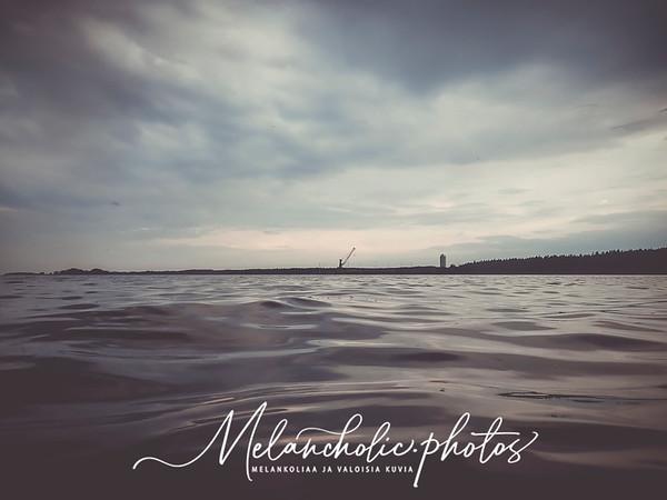 Lappohjan uimaranta ja vanha hylky rannalla